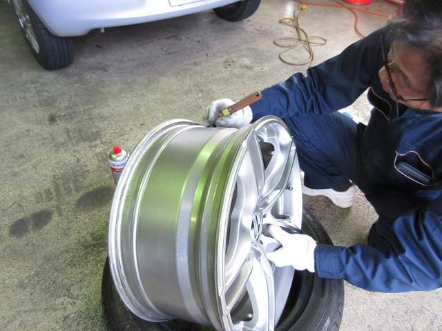 タイヤ組み換え&バランス調整